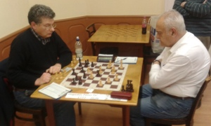 Hegedus,P(l)-Lakat,G(r) two regulars in the local chess scene