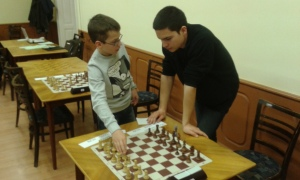 Krstulovic,A(l) and Mirza,S(r) exchanging ideas.